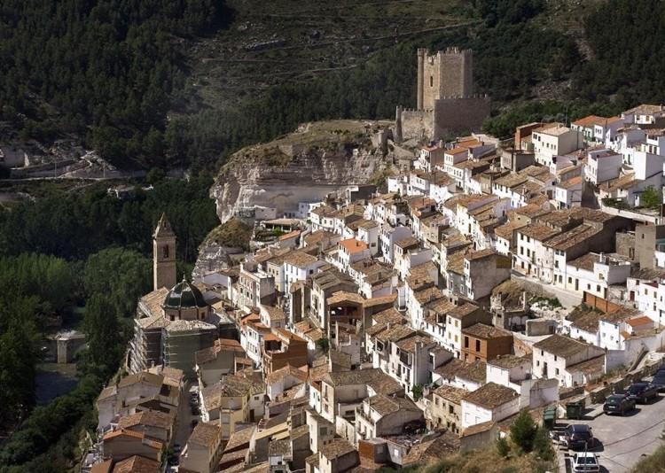 Turismo en alcala del jucar casas rurales alcal del j car - Casa rural el castillo alcala del jucar ...